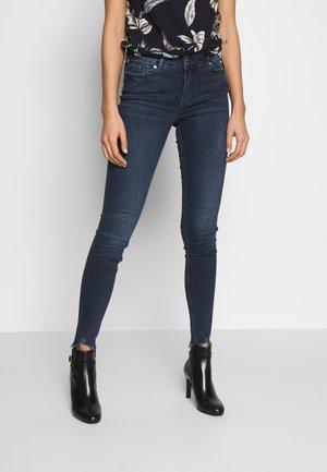 VMSEVEN SLIM JEANS - Jeansy Skinny Fit - dark blue denim