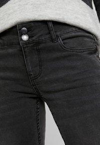 Vero Moda - VMLUCIA - Jeans Skinny Fit - black - 4