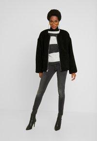 Vero Moda - VMLUCIA - Jeans Skinny Fit - black - 1