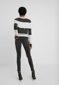 Vero Moda - VMLUCIA - Jeans Skinny Fit - black - 2