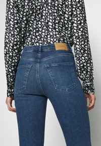 Vero Moda - VMSOPHIA - Jeans Skinny Fit - medium blue denim - 4