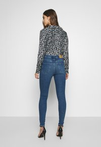 Vero Moda - VMSOPHIA - Jeans Skinny Fit - medium blue denim - 2