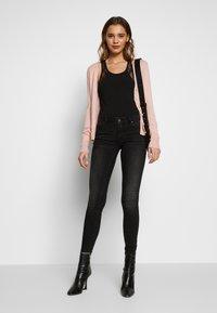 Vero Moda - VMLYDIA LR SKINNY JEANS  - Jeans Skinny Fit - black - 1