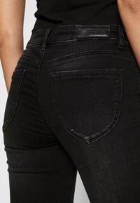 Vero Moda - VMLYDIA LR SKINNY JEANS  - Jeans Skinny Fit - black - 4