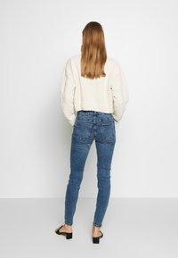 Vero Moda - VMSEVEN DESTROY - Jeansy Skinny Fit - medium blue denim - 2