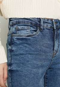 Vero Moda - VMSEVEN DESTROY - Jeansy Skinny Fit - medium blue denim - 3