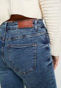 Vero Moda - VMSEVEN DESTROY - Jeansy Skinny Fit - medium blue denim - 5