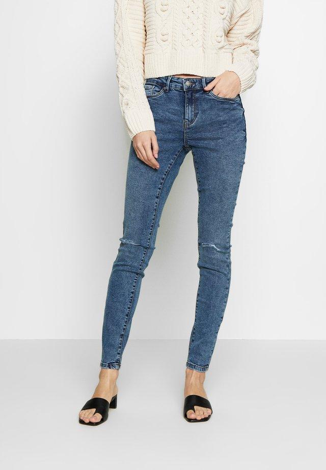 VMSEVEN DESTROY - Jeansy Skinny Fit - medium blue denim