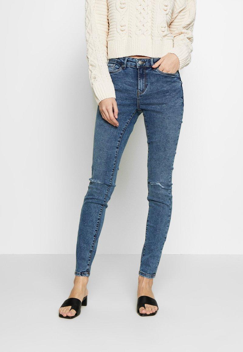 Vero Moda - VMSEVEN DESTROY - Jeansy Skinny Fit - medium blue denim
