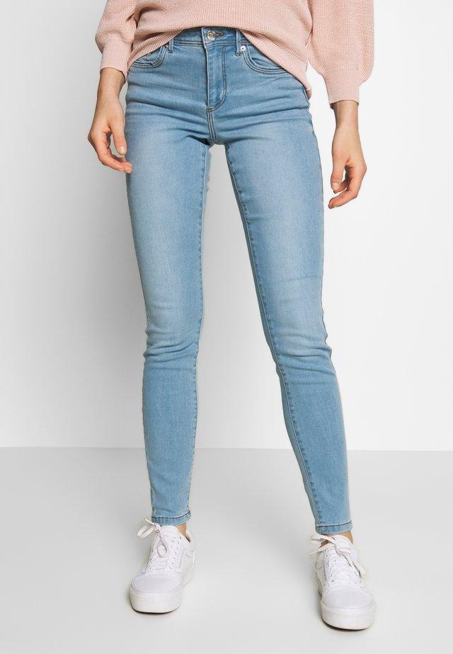 VMTANYA PIPING - Jeans slim fit - light blue denim
