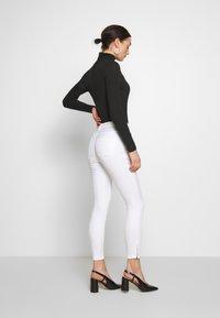 Vero Moda - VMSOPHIA ZIP - Jeans Skinny Fit - bright white - 2