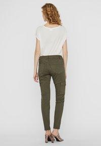 Vero Moda - Slim fit jeans - ivy green - 2