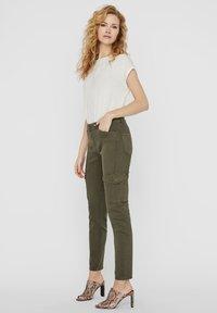 Vero Moda - Slim fit jeans - ivy green - 1