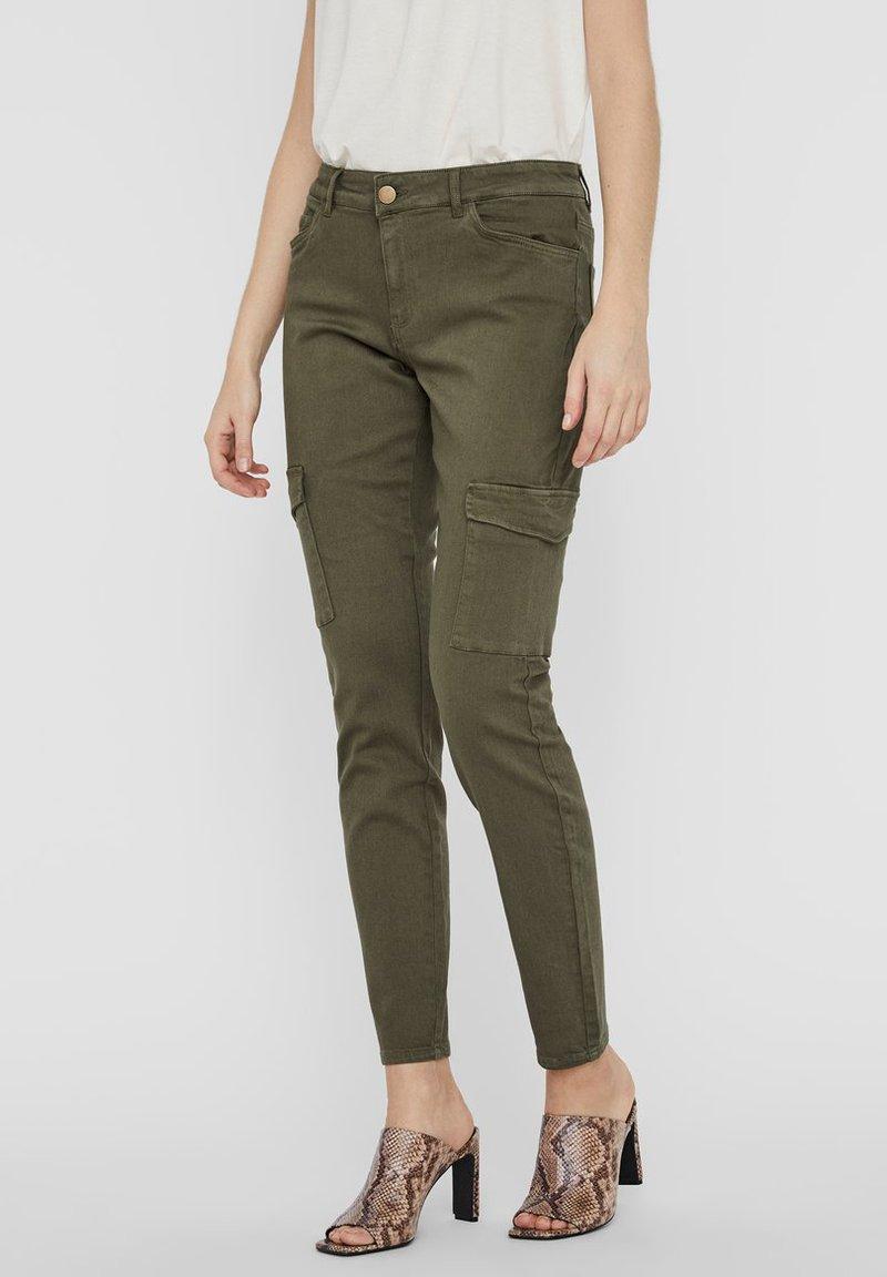 Vero Moda - Slim fit jeans - ivy green