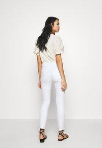 Vero Moda - VMJULIA - Jeans Skinny Fit - bright white - 2