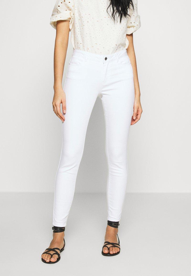 Vero Moda - VMJULIA - Jeans Skinny Fit - bright white