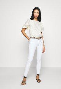 Vero Moda - VMJULIA - Jeans Skinny Fit - bright white - 1