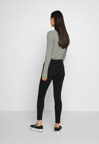 Vero Moda - VMHANNA SLIM JEANS  - Džíny Slim Fit - black - 2