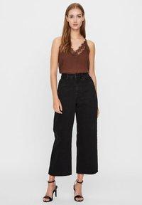 Vero Moda - VMKATHY  - Flared Jeans - black - 1