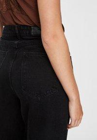 Vero Moda - VMKATHY  - Flared Jeans - black - 4