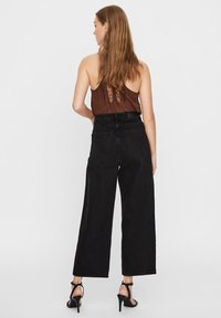 Vero Moda - VMKATHY  - Flared Jeans - black - 2