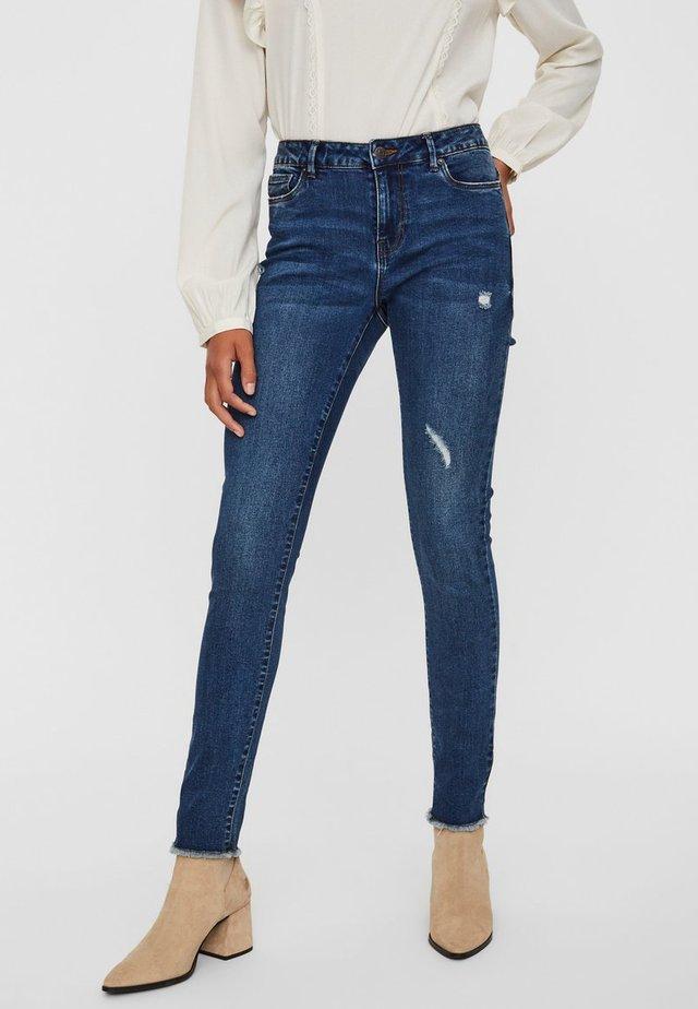 VMSEVEN - Jeans Slim Fit - medium blue denim