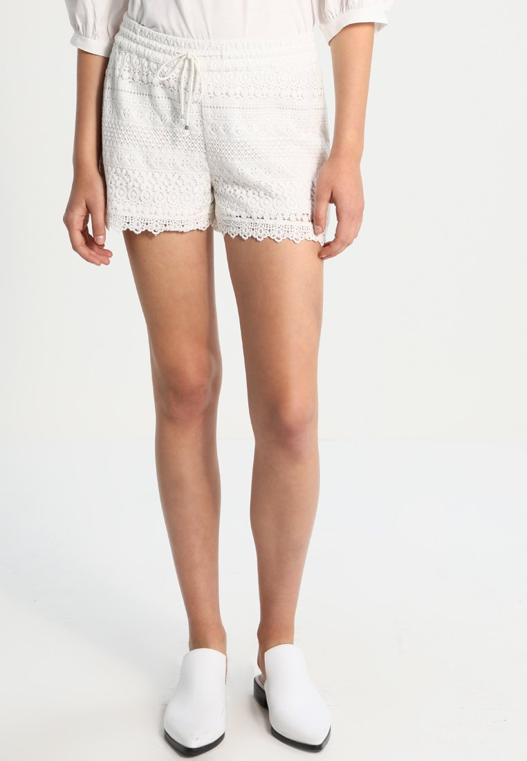 Vero Moda - VMHONEY - Shorts - snow white