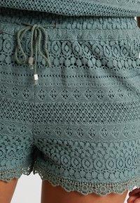Vero Moda - VMHONEY - Shorts - laurel wreath - 5