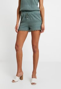 Vero Moda - VMHONEY - Shorts - laurel wreath - 0