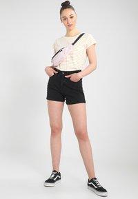 Vero Moda - Jeansshorts - black - 1