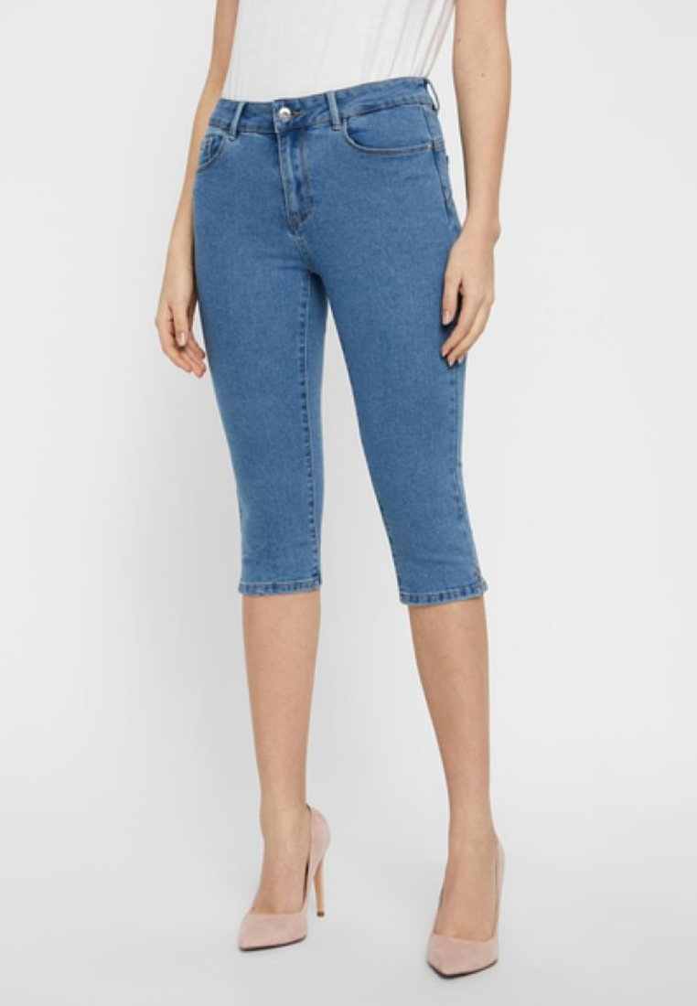Vero Moda - VMHOT SEVEN SLIT KNICKER MIX - Jeans Shorts - light blue denim