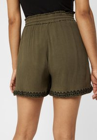 Vero Moda - VMHOUSTON - Shorts - ivy green - 3