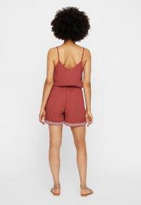 Vero Moda - VMHOUSTON - Shorts - brown - 2