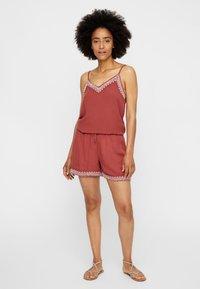 Vero Moda - VMHOUSTON - Shorts - brown - 1