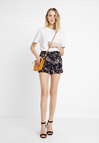 Vero Moda - VMSIMPLY EASY - Shorts - night sky - 1