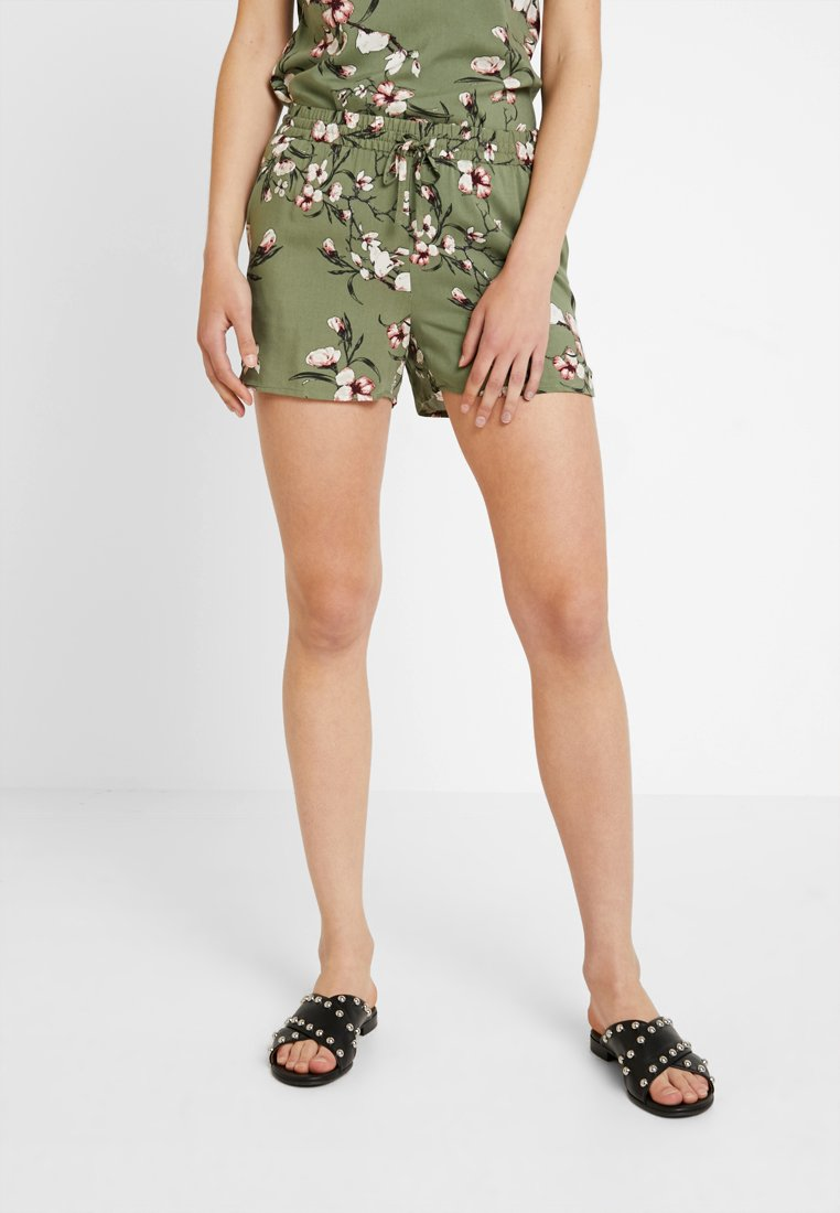 Vero Moda - VMSIMPLY EASY - Shorts - oil green