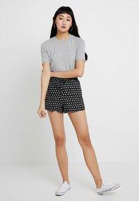 Vero Moda - VMSIMPLY EASY - Shorts - black - 1