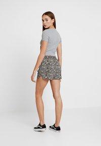 Vero Moda - VMSIMPLY EASY - Shorts - black - 2