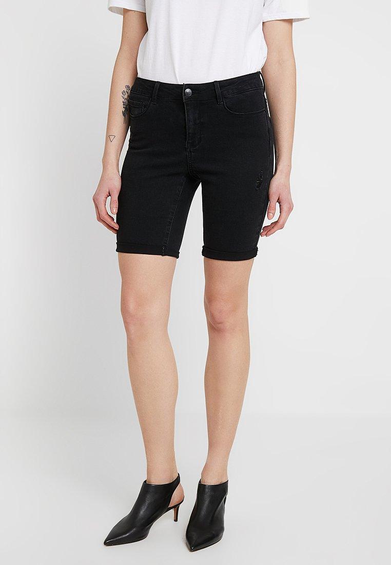 Vero Moda - VMSEVEN MR SLIM DEST FOLD - Jeans Shorts - black