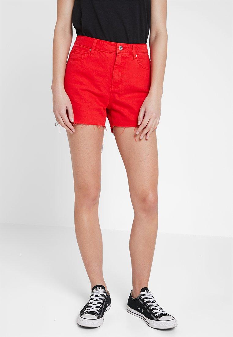 Vero Moda - VMANNA  - Jeans Shorts - fiery red