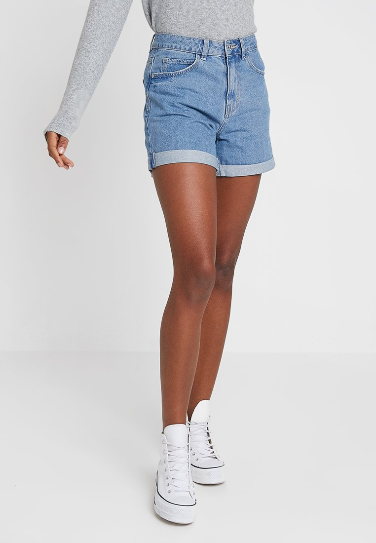 Vero Moda - VMNINETEEN LOOSE - Denim shorts - light blue denim