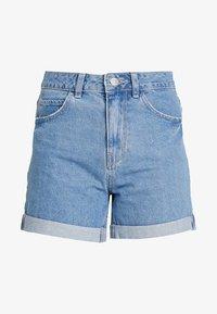 Vero Moda - VMNINETEEN LOOSE MIX NOOS - Shorts vaqueros - light blue denim - 4