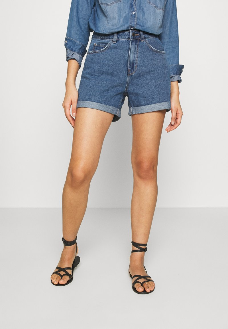 Vero Moda - VMNINETEEN LOOSE MIX NOOS - Szorty jeansowe - medium blue denim