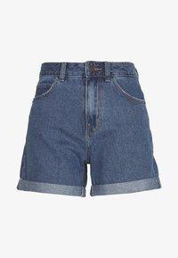 Vero Moda - VMNINETEEN LOOSE MIX NOOS - Szorty jeansowe - medium blue denim - 4