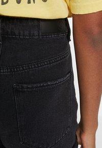 Vero Moda - VMNINETEEN LOOSE MIX NOOS - Denim shorts - black - 4