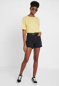 Vero Moda - VMNINETEEN LOOSE MIX NOOS - Denim shorts - black - 1