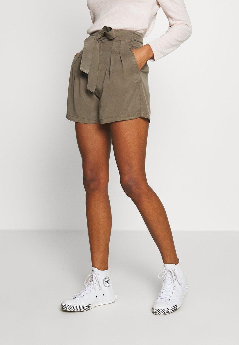 Vero Moda - VMMIA LOOSE SUMMER - Shorts - bungee cord