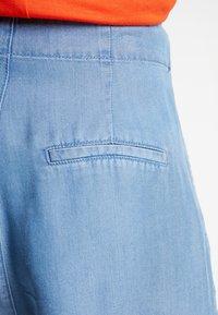 Vero Moda - VMMIA LOOSE SUMMER - Shorts - light blue denim - 5