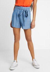 Vero Moda - VMMIA LOOSE SUMMER - Shorts - light blue denim - 0