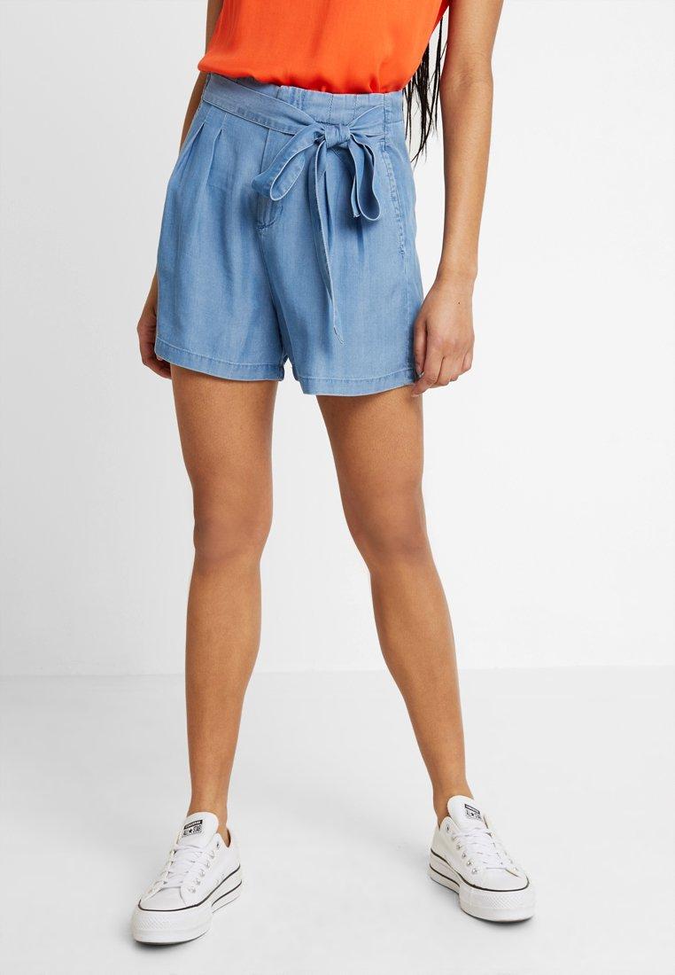 Vero Moda - VMMIA LOOSE SUMMER - Shorts - light blue denim